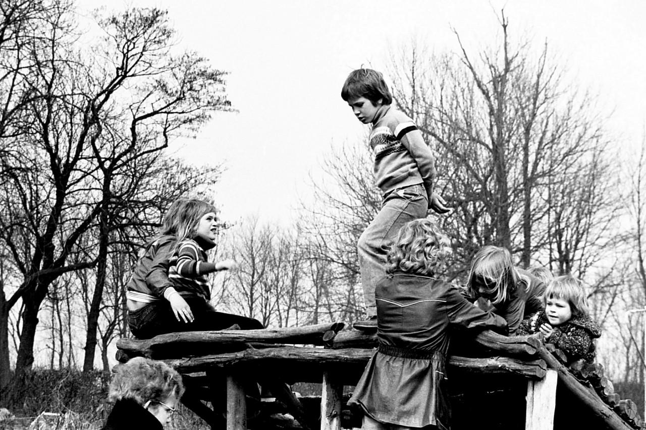 Kinderen van Groothoff, Wolthoorn, Groeneveld, Geurink en Meerstra op het oude speelveldje (no. 7).