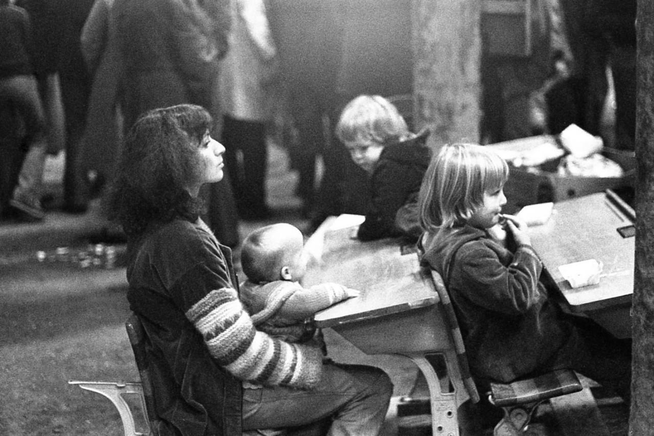 Bezoekers rommelmarkt