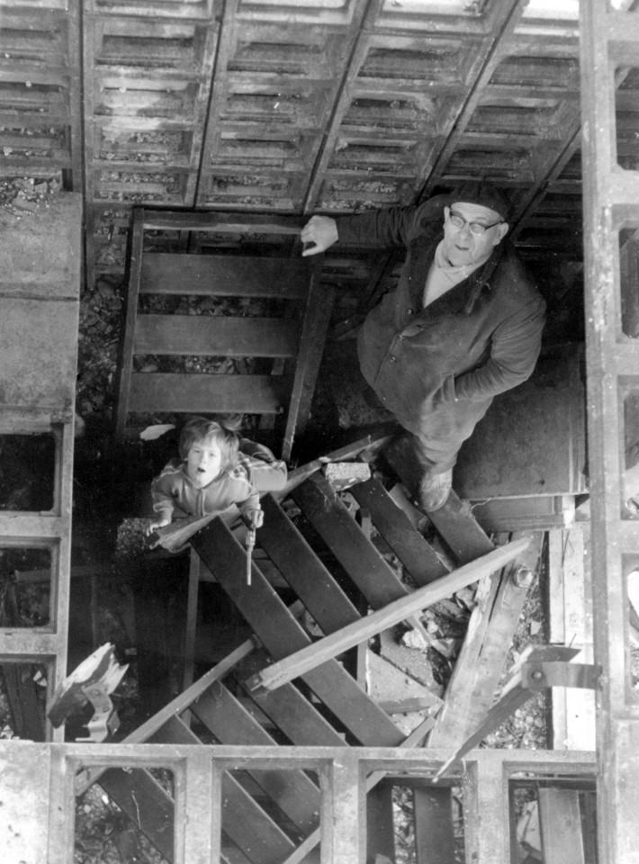 Inspectie en beklimming van de BB-toren in Warfhuizen, ca. 1980