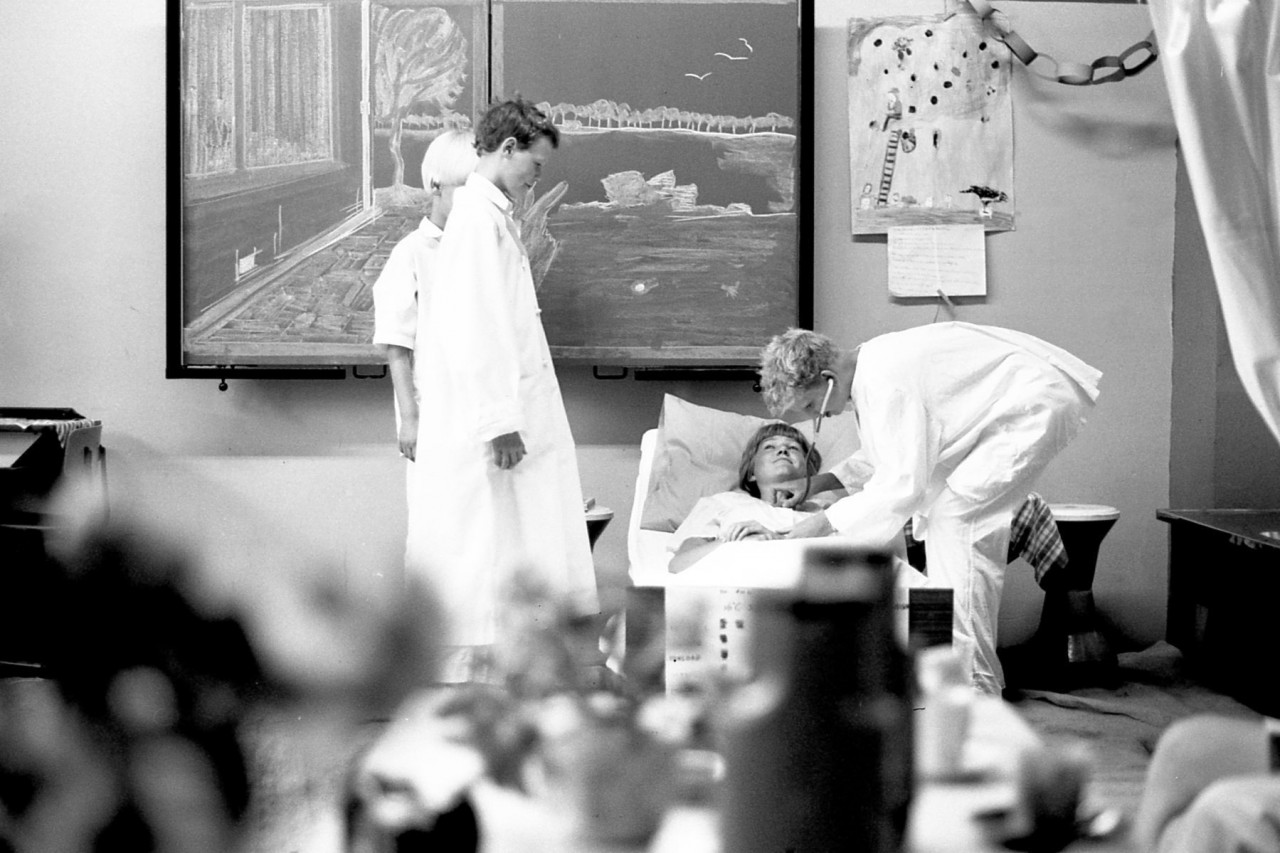 Geuch, Harry, Stientje en dokter Martin (foto 8)