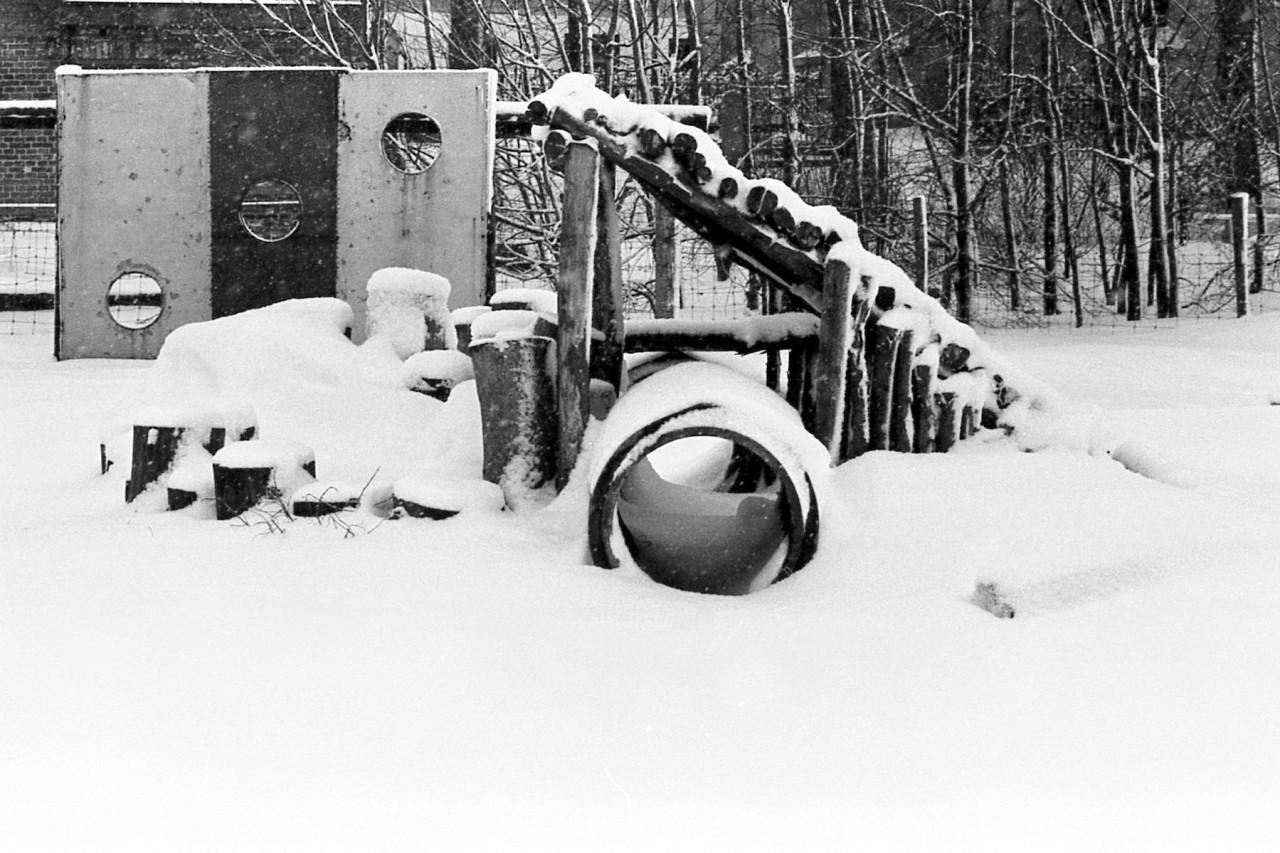 Het oude speelveldje in wintertooi