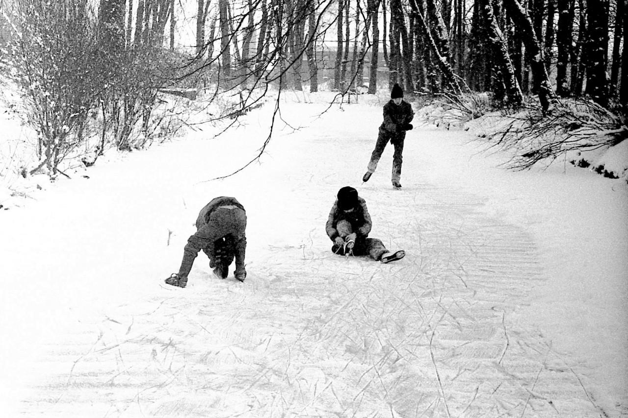Kinderen op de gracht van Pollux  (foto 1)