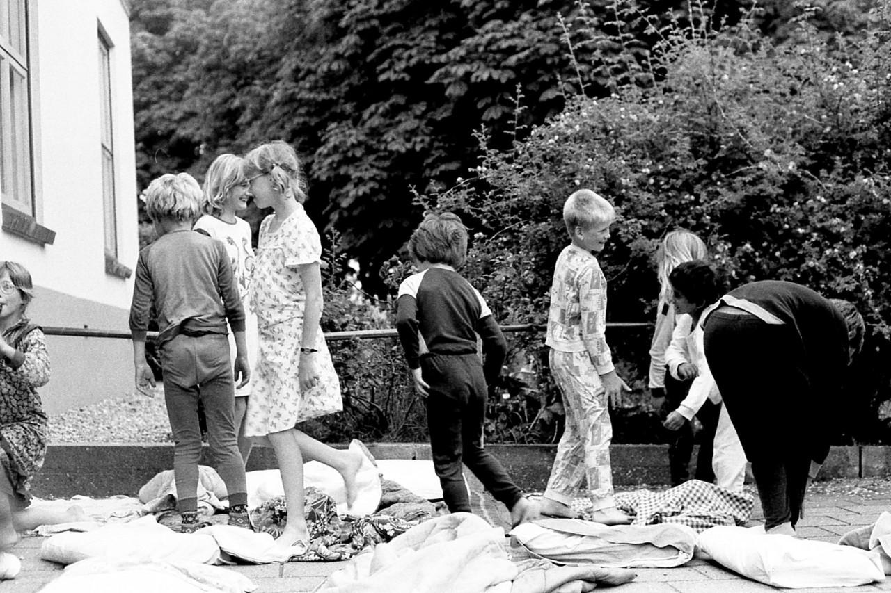 Laatste toneelvoorstelling op het schoolplein (foto 2)