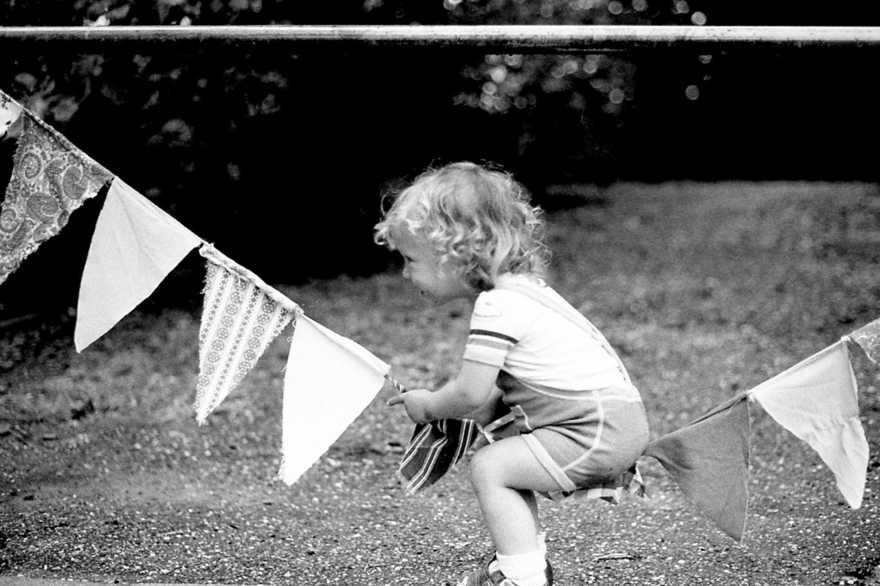 Thomas test een draad met vlaggetjes (ca. 1983)