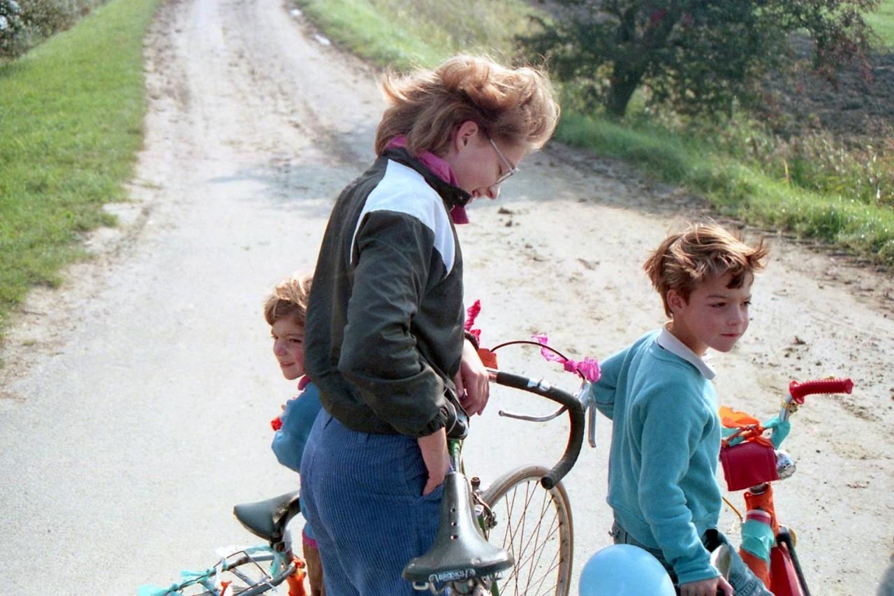 Fietstocht naar Warfhuizen, Eva, Mischa en Roos (foto 3)