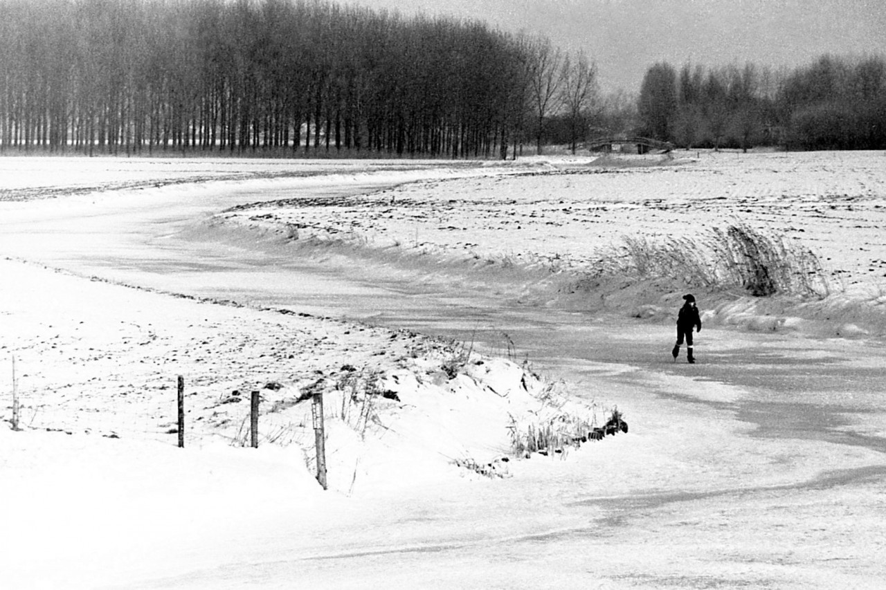 Eenzame schaatster (Mischa) van Leens op weg naar Vlakke Riet