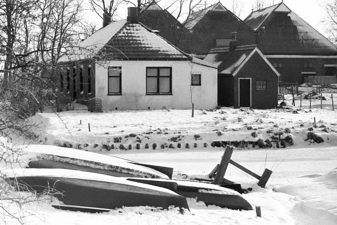 Huisje achter Kooienburg, op Vlakke Riet