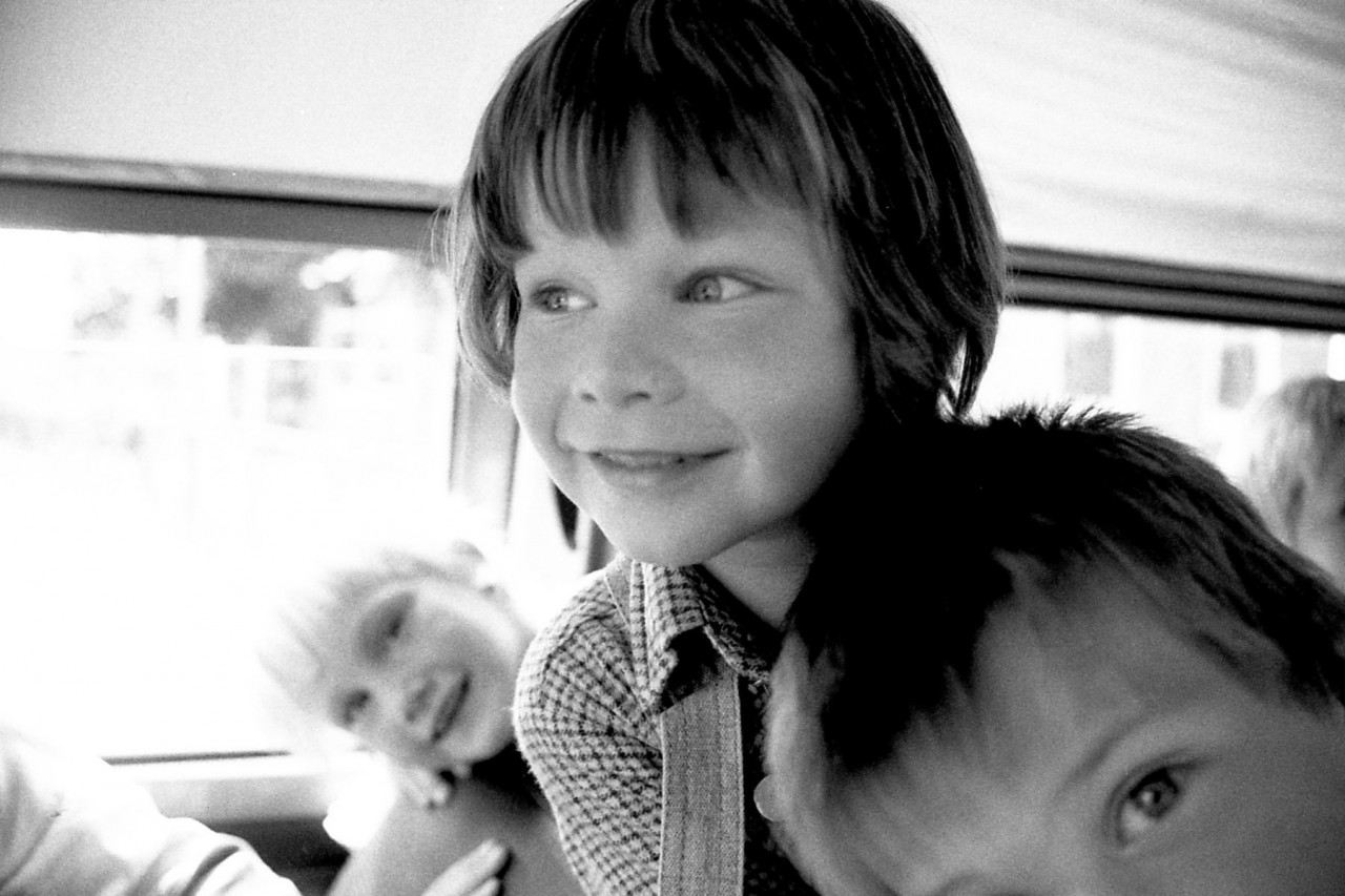 Ina, Richard en Hennie in de schoolbus
