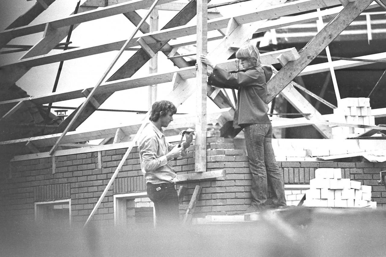 Eendrachtig wordt aan het nieuwe Moeshorn-huis verder gebouwd (foto 1)