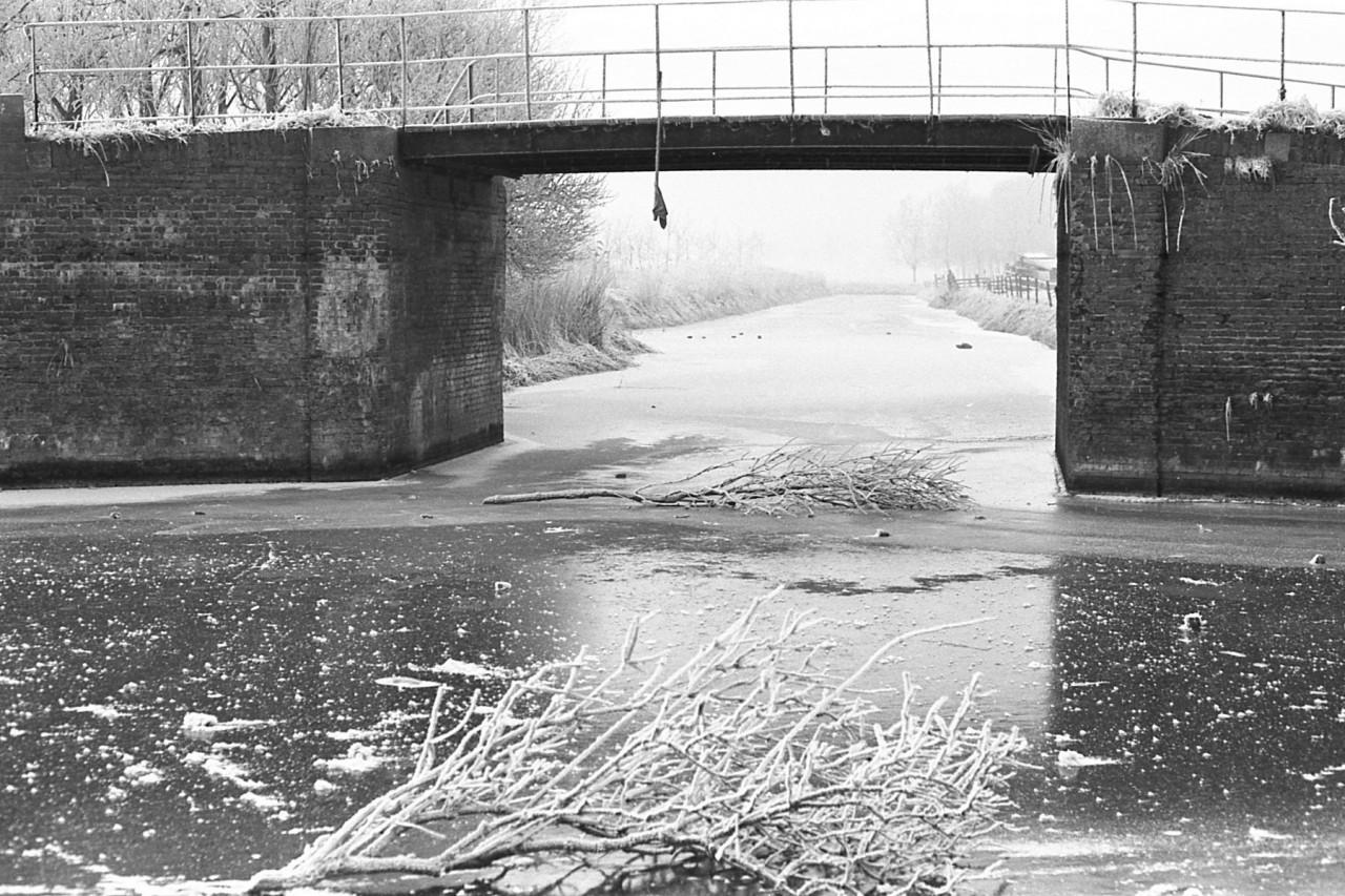 Zijkanaal naar Houwerzijl, niet betrouwbaar onder de brug
