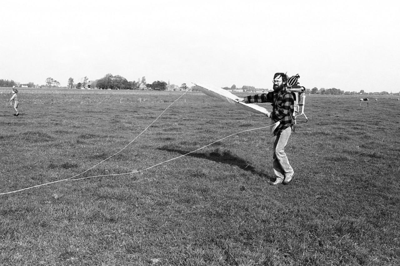Johan houdt de vlieger hoog