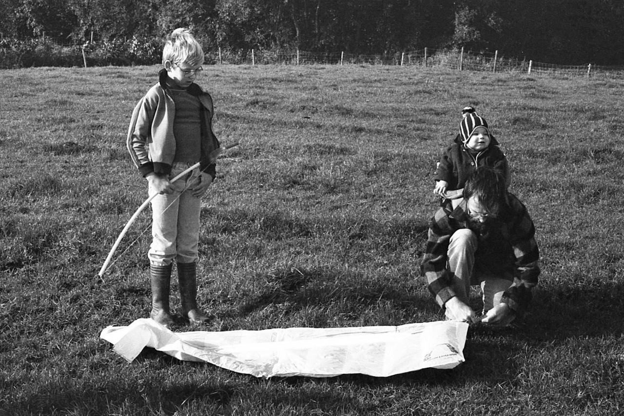 Erik, Johan, kleine Mariska en zijn vlieger