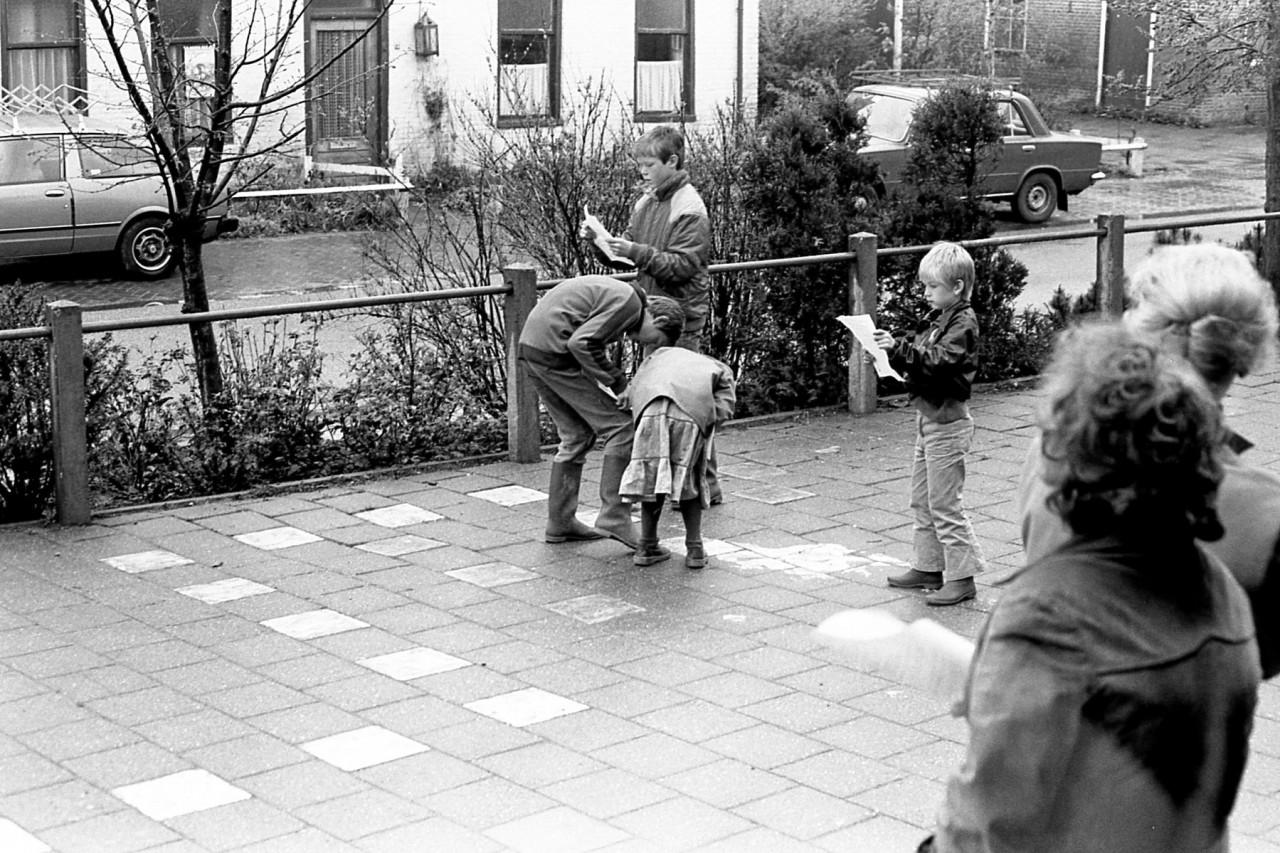 Begin kinderspeurtocht door Zuurdijk (foto 1)