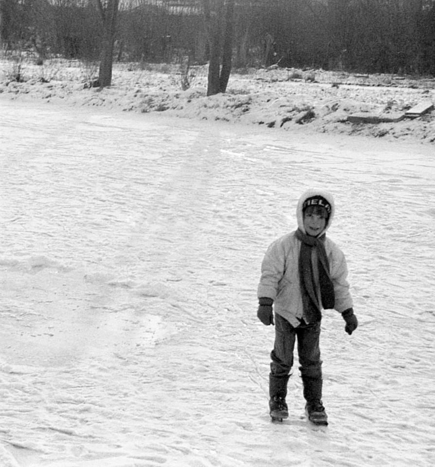 Eva op het ijsbaantje achter de Warf winter 1985 (foto 5)
