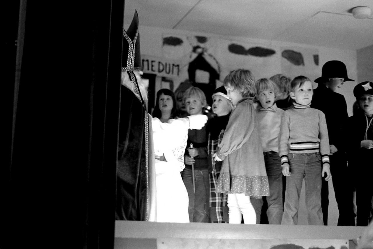 Voor de Sint: onbekend kind (van Vierhuizen?) , Robert, Freddie, Johanna (van Zuurdijk) en meer